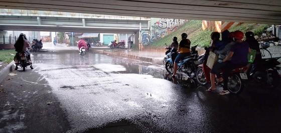Chiều nay 9-4, TPHCM bất ngờ đổ mưa ảnh 5
