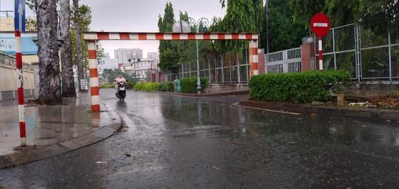 Chiều nay 9-4, TPHCM bất ngờ đổ mưa ảnh 4