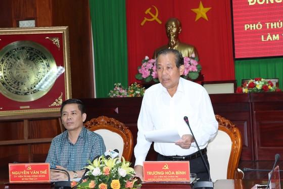 Phó Thủ tướng Trương Hòa Bình làm việc và tặng quà gia đình chính sách ở Sóc Trăng ảnh 1