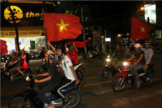 Cả nước vỡ òa trước kỳ tích của U23 Việt Nam ảnh 55
