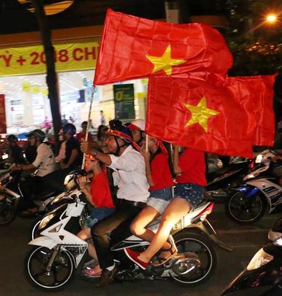 Cả nước vỡ òa trước kỳ tích của U23 Việt Nam ảnh 54