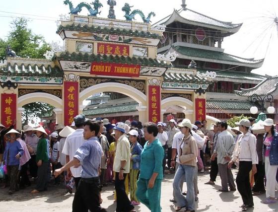 Hơn 200.000 người đi vía Bà chúa xứ Núi Sam dịp tết  ảnh 1