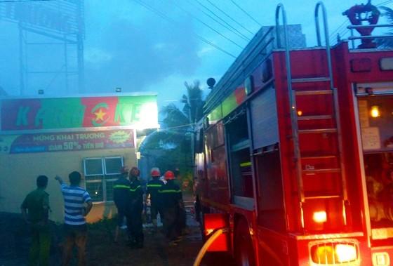 Cháy quán karaoke ở Bến Tre, khách chạy tán loạn ảnh 1
