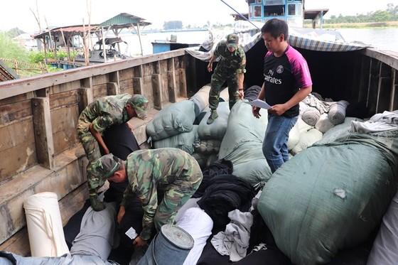Bộ đội Biên phòng An Giang bắt 3 vụ buôn lậu trong 1 đêm   ảnh 1