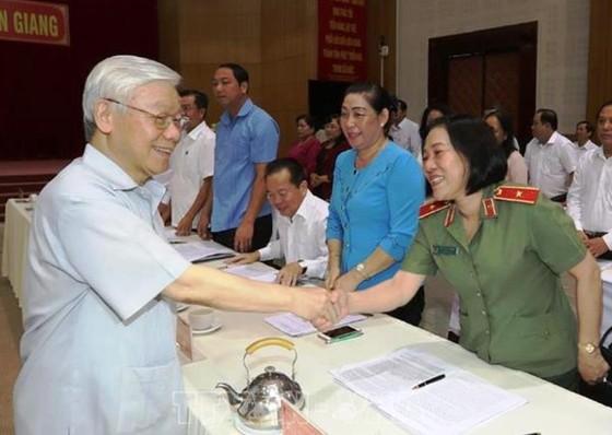 Tổng Bí thư, Chủ tịch nước Nguyễn Phú Trọng thăm, làm việc tại tỉnh Kiên Giang ảnh 1