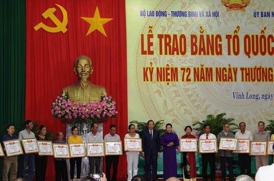 Chủ tịch Quốc hội Nguyễn Thị Kim Ngân dự lễ trao bằng Tổ quốc ghi công  ảnh 1