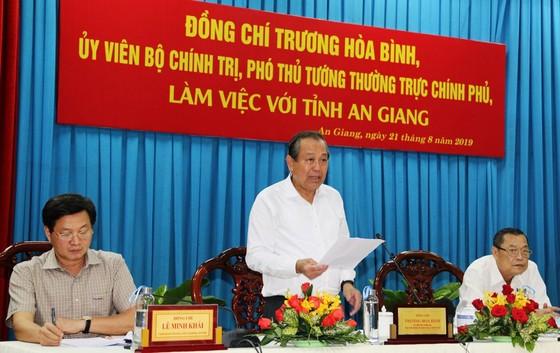 Phó Thủ tướng Trương Hòa Bình khảo sát tình hình sạt lở Quốc lộ 91 ảnh 1