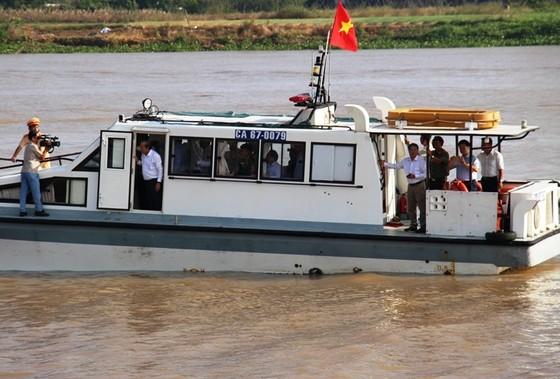 Phó Thủ tướng Trương Hòa Bình khảo sát tình hình sạt lở Quốc lộ 91 ảnh 3