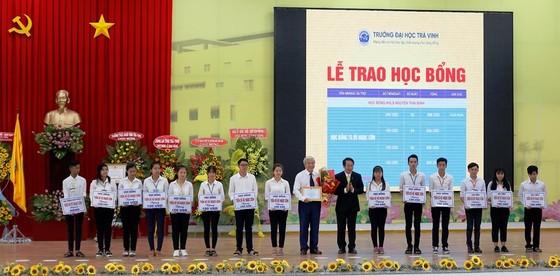 Trường ĐH Trà Vinh nhận Huân chương Lao động hạng Nhì ảnh 2