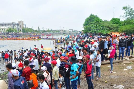 Hàng trăm ngàn người đến Sóc Trăng xem đua ghe ngo  ảnh 3