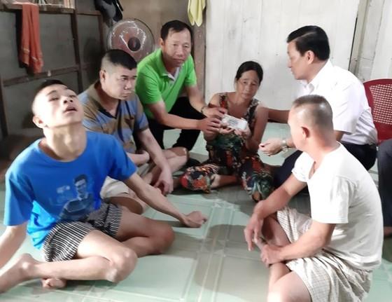 Báo SGGP trao 19 triệu đồng cho hộ nghèo ở Trà Vinh  ảnh 1