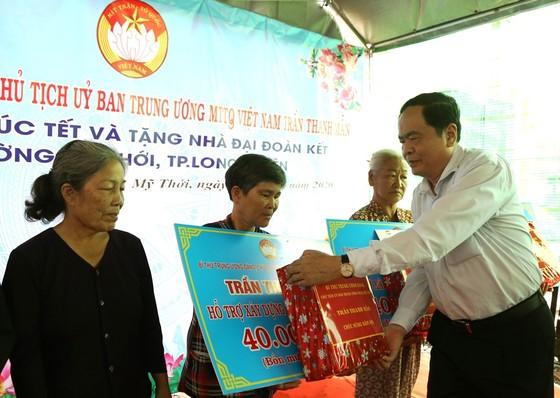 Chủ tịch Trần Thanh Mẫn tặng quà Tết cho công nhân lao động và người nghèo ở An Giang ảnh 3