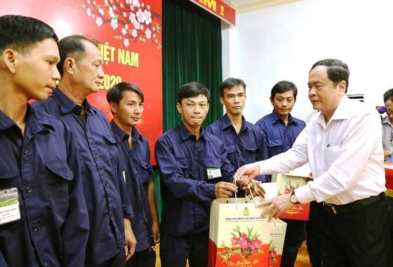Chủ tịch Trần Thanh Mẫn tặng quà Tết cho công nhân lao động và người nghèo ở An Giang ảnh 2