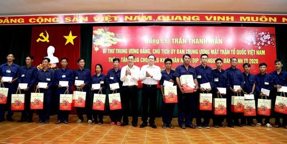 Chủ tịch Trần Thanh Mẫn tặng quà Tết cho công nhân lao động và người nghèo ở An Giang ảnh 1