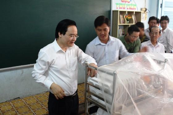 Bộ trưởng Phùng Xuân Nhạ kiểm tra công tác phòng chống dịch ở Đồng Tháp  ảnh 1