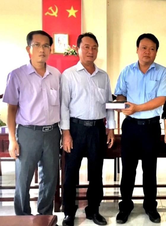 Một cá nhân ủng hộ 200 triệu đồng cho huyện Cầu Ngang phòng, chống dịch Covid-19 ảnh 1