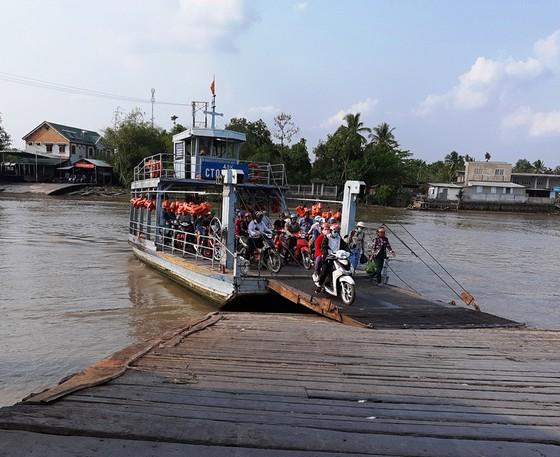 Cần Thơ cho phép nhiều bến đò ngang sông hoạt động trở lại phục vụ mua nhu yếu phẩm... ảnh 1