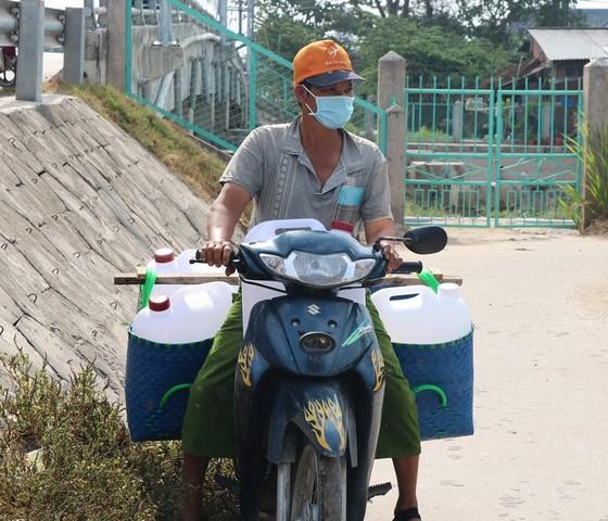 Hơn 22.554 hộ ở Tiền Giang được cấp nước ngọt cứu vườn cây ảnh 1
