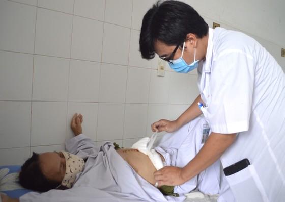 Phẫu thuật cùng lúc 6 cơ quan để cứu bệnh nhân ung thư túi mật hiếm gặp ảnh 1