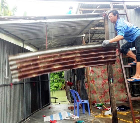 Sạt lở nghiêm trọng khiến 15 hộ dân tại An Giang phải di dời khẩn cấp ảnh 1