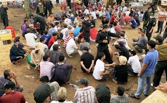 Bắt hơn 150 đối tượng đánh bạc ở huyện biên giới An Phú - An Giang ảnh 1
