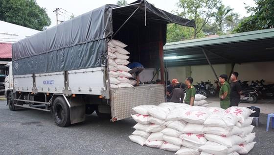 Bắt 39 tấn đường cát nghi nhập lậu ảnh 2