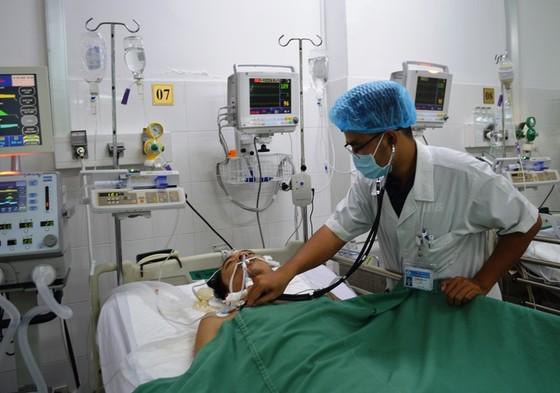 Cần Thơ: Cứu sống bệnh nhân ho máu sét đánh gần tử vong ảnh 1