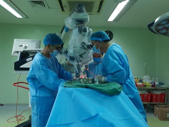 10 giờ căng thẳng phẫu thuật thành công khối u màng não lớn ảnh 2