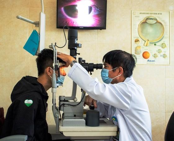 Lần đầu tiên ở ĐBSCL điều trị tật khúc xạ cho nhóm cận thị hiếm gặp ảnh 1