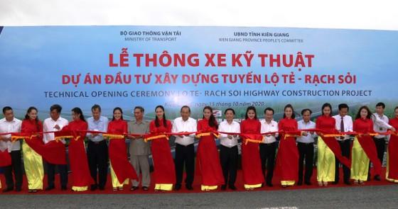 Phó Thủ tướng Thường trực Trương Hòa Bình phát lệnh thông xe kỹ thuật tuyến Lộ Tẻ - Rạch Sỏi ảnh 1