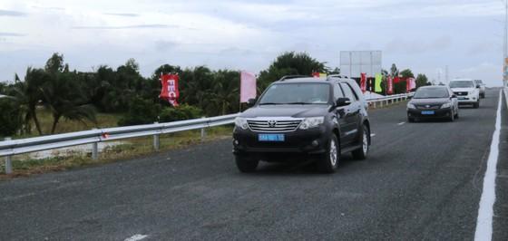Phó Thủ tướng Thường trực Trương Hòa Bình phát lệnh thông xe kỹ thuật tuyến Lộ Tẻ - Rạch Sỏi ảnh 3