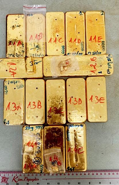 Ba đối tượng liên quan vụ vận chuyển 51kg vàng ra đầu thú ảnh 1