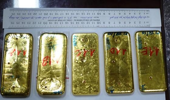 An Giang: Khởi tố, tạm giam các đối tượng vận chuyển 51kg vàng ảnh 3