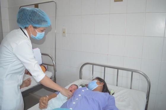 Phẫu thuật khối u xơ tử cung lớn kết hợp lấy thai thành công cho sản phụ ảnh 1