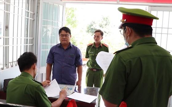 Bắt 3 người nguyên là cán bộ ở Ngân hàng TMCP Bưu điện Liên Việt chi nhánh Vĩnh Long ảnh 1
