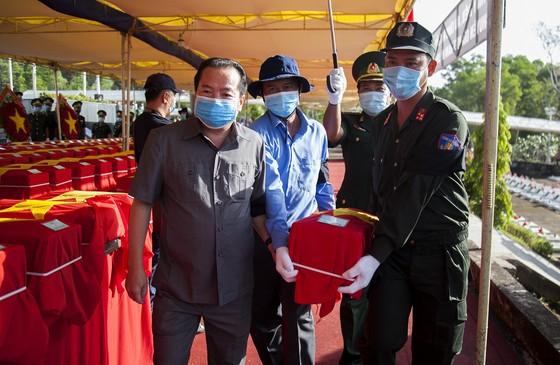 Truy điệu, an táng 262 hài cốt liệt sĩ Việt Nam hy sinh trên chiến trường Campuchia ảnh 1