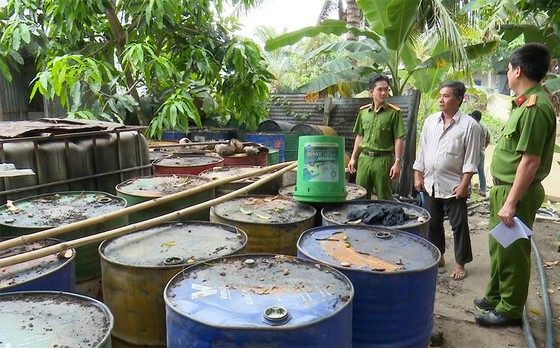 Phát hiện số lượng lớn chất thải nguy hại tại một cơ sở tái chế ở An Giang ảnh 1