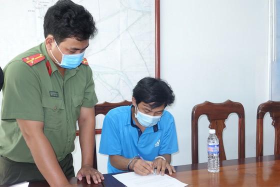 Bắt tạm giam 3 đối tượng tổ chức cho bệnh nhân 1.440 nhập cảnh trái phép ảnh 2