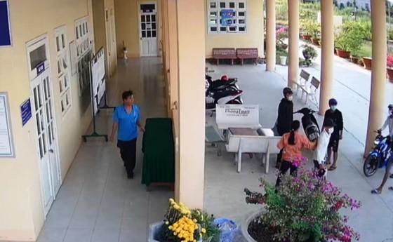 Xông vào trường bắt học sinh chở đi đánh đập dã man: Điều tra, làm rõ 2 vụ hành hung  ảnh 3