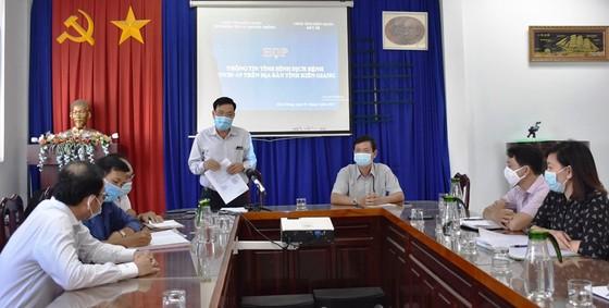 Kiên Giang họp báo về 5 ca dương tính SARS-CoV-2 sau khi nhập cảnh từ Campuchia ảnh 1