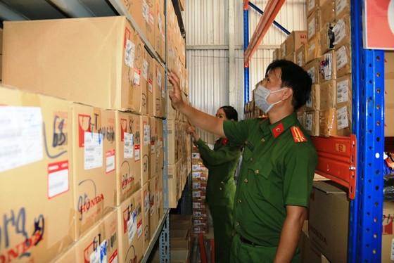 Bắt giám đốc công ty sản xuất hàng giả số lượng lớn ở An Giang ảnh 2
