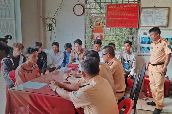 Xử lý nhóm thanh niên chặn đường, tổ chức đua xe trái phép tại Tiền Giang ảnh 1