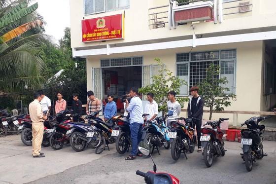 Xử lý nhóm thanh niên chặn đường, tổ chức đua xe trái phép tại Tiền Giang ảnh 2