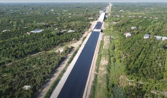 Ứng 500 tỷ đồng nhằm đẩy nhanh thi công tuyến cao tốc Trung Lương - Mỹ Thuận  ảnh 1