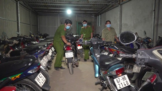 Phát hiện hàng trăm xe mô tô không giấy tờ, không chính chủ trong tiệm cầm đồ ảnh 1