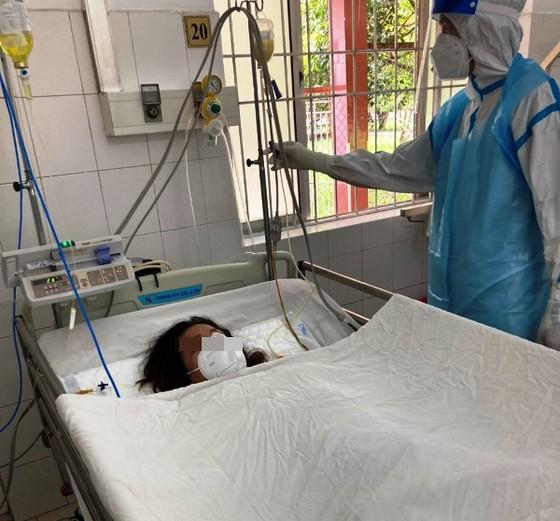 Cứu sống mẹ con sản phụ mắc Covid-19, suy hô hấp nặng ảnh 2