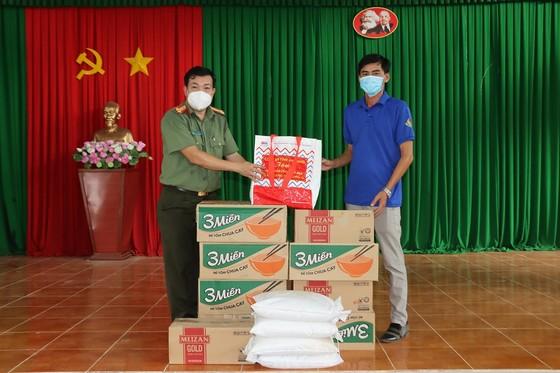 Hỗ trợ 10 tấn gạo và 5 tấn rau củ quả cho người dân Trà Vinh bị ảnh hưởng dịch Covid-19 ảnh 2