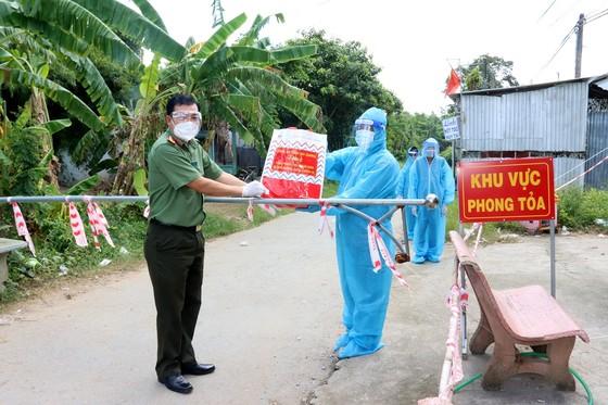 Hỗ trợ 10 tấn gạo và 5 tấn rau củ quả cho người dân Trà Vinh bị ảnh hưởng dịch Covid-19 ảnh 1