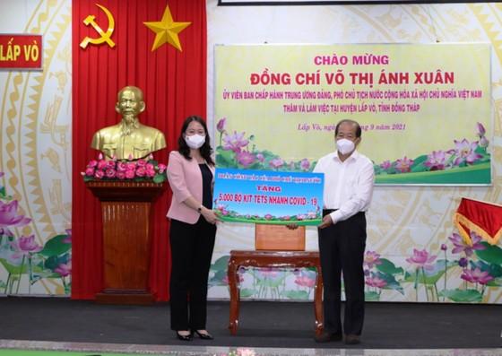 Phó Chủ tịch nước Võ Thị Ánh Xuân biểu dương công tác phòng chống dịch ở Đồng Tháp ảnh 2