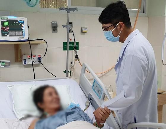 Tự ý uống thuốc dân gian ngừa Covid-19, một bệnh nhân suýt tử vong ảnh 1